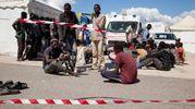 Lo sbarco dei migranti dalla Sea Watch 3 (Ansa)