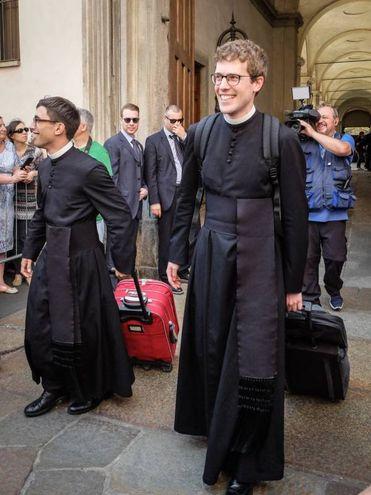 Milano, festeggiamenti per i nuovi  preti appena ordinati