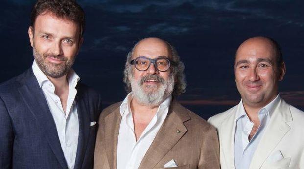 Lo stilista Stefano Ricci con i figli Niccolò (alla sua destra) e Filippo
