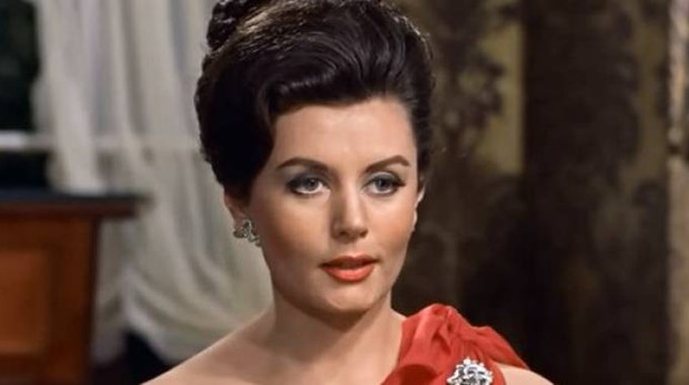 """Eunice Gayson in Agente 007 - Licenza di uccidere (Dr. No)"""" (Youtube)"""