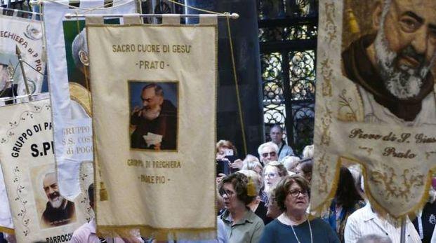 Il raduno dei fedeli di Padre Pio (foto Attalmi)