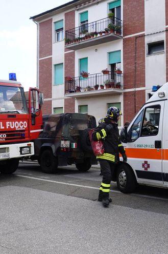 Pontedera, un uomo minaccia di darsi fuoco. Salvato da carabinieri e vigili del fuoco (Sarah Esposito/ Fotocronache  Germogli)