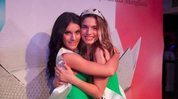 Da sinistra, Ilenia Luzzara, seconda classificata, e la vincitrice Giulia De Rosa