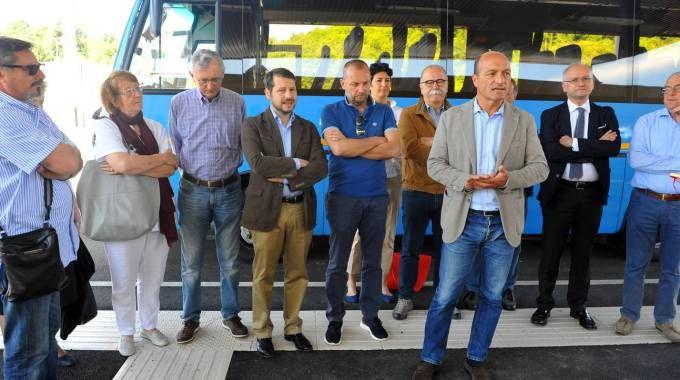 TAGLIO DEL NASTRO Il consigliere provinciale delegato ai trasporti Valerio Mariani è intervenuto all'inaugurazione di ieri mattina  Presente anche il presidente Gunnar Vincenzi