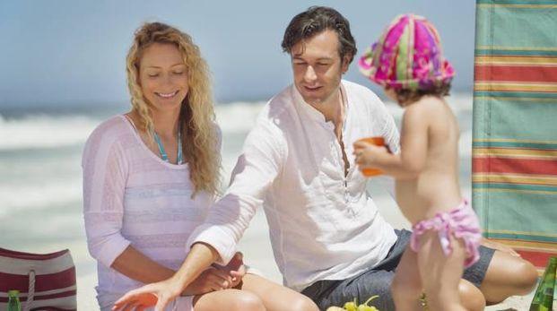 Famiglia sulla spiaggia, foto di repertorio
