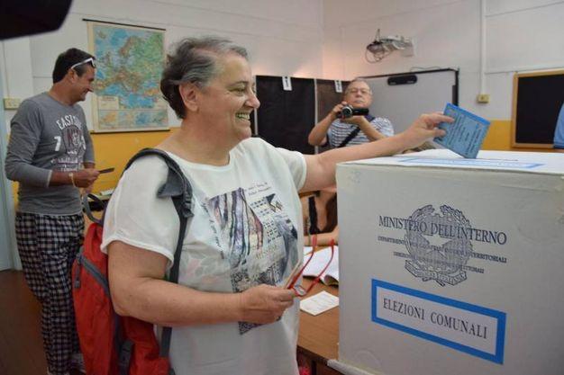 Ancona, la sindaca uscente Valeria Mancinelli al voto (Ansa)