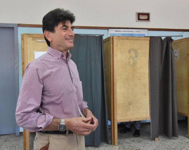 Catania, il candidato sindaco del M5S Giovanni Grasso (Ansa)
