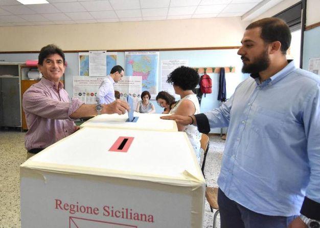 Giovanni Grasso al voto (Ansa)
