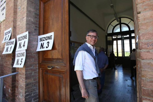 Siena, il candidato sindaco Luigi De Mossi (Ansa)