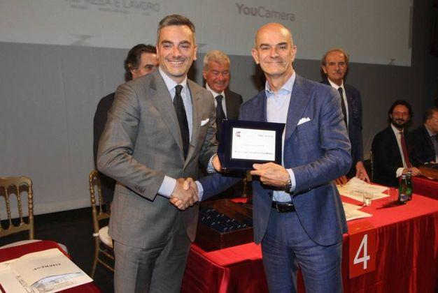 Fabrizio Curci premia Federico Fregnan