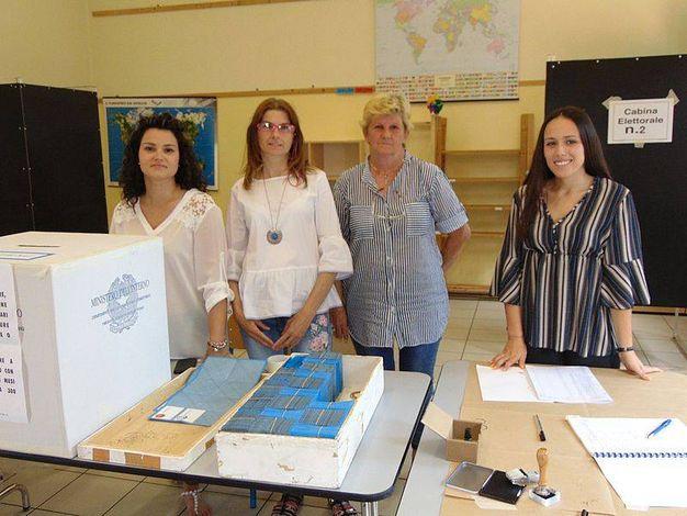 Alle 12 ha già votato il 23,16 per cento degli aventi diritto rispetto all'11,82 del 2013 alla stessa ora (foto Braghin)