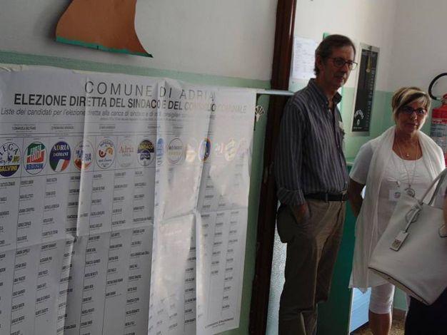 Alle 12 ad Adria ha votato il 19,2 per cento degli aventi diritto. Due anni fa, il 5 giugno del 2016, alla stessa ora aveva votato il 22,3 per cento (foto Braghin)