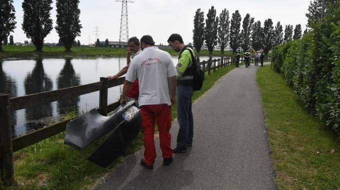 Recupero nel canale Muzza del paraurti auto di Manuel Buzzini