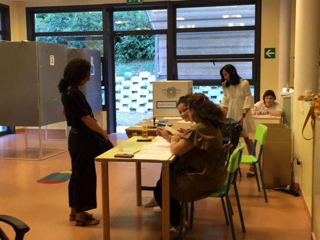 Si vota dalle 7 alle 23 (foto Colibazzi)
