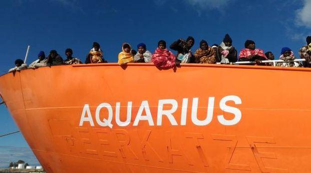 Migranti, la nave Aquarius in una foto d'archivio (Ansa)
