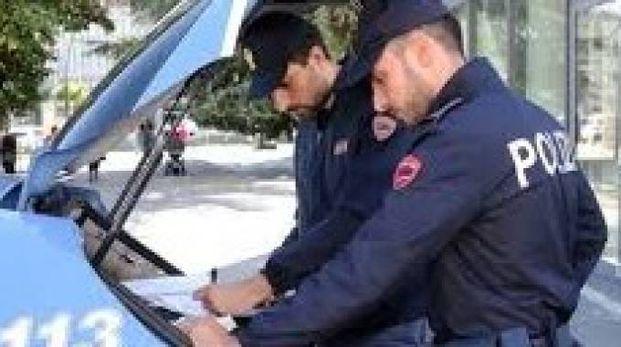 Il ritrovamento è stato segnalato al 113 ed è intervenuta  una volante del commissariato di piazza Gramsci