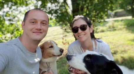 Teofil e Silvia insieme ai loro amati cani, Jarvis e Pepper