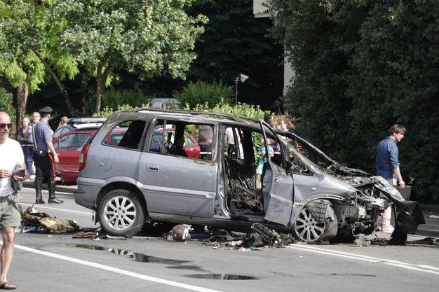 Inseguimento di via Canova: l'auto che ha preso fuoco (Gianluca Moggi / New Press Photo)