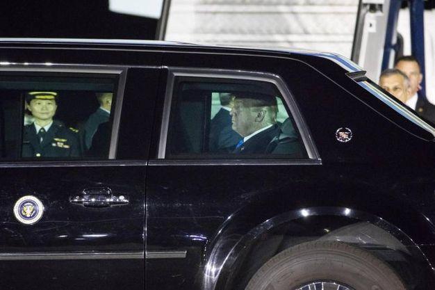 Trump nella limousine (Ansa Ap)