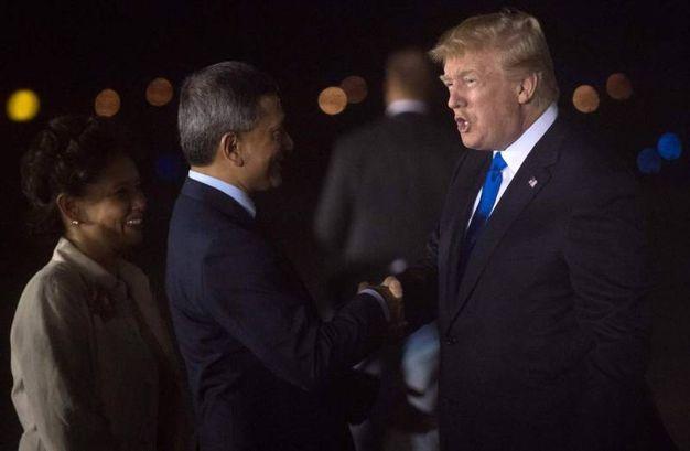 Trump accolto in aeroporto a Singapore  (Ansa Ap)