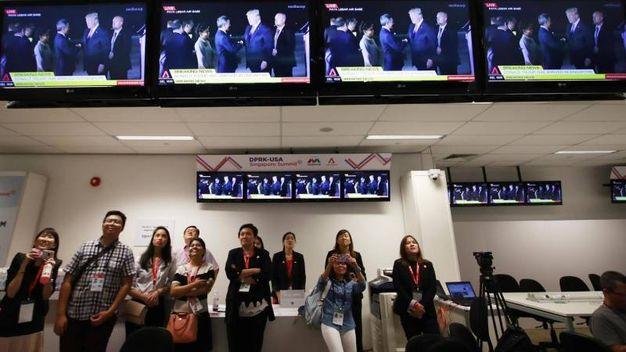 Aeroporto Singapore in attesa del presidente Usa (Epa)