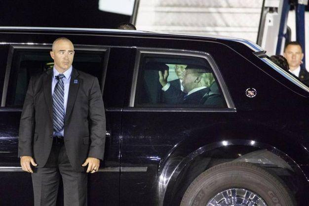 Trump nell'auto blindata (Epa)