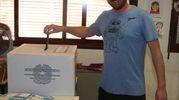 Si vota per sindaco e consiglio comunale (foto Isolapress)