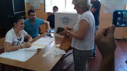 La candidata sindaca della lista M5s Daniela Diomedi vota per le  elezioni amministrative di Ancona nel seggio presso le scuole Pascoli (foto Ansa)
