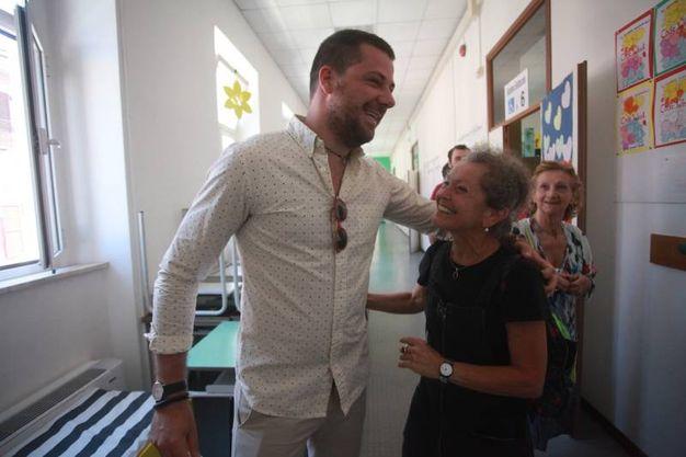 Il candidato sindaco Francesco Rubini ha votato nel seggio presso le scuole elementari Faiani nel capoluogo marchigiano. Rubini è sostenuto dalla lista Altra Idea di Città (foto Antic)