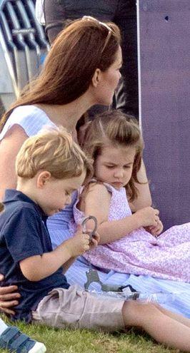 Kate Middleton con George e Charlotte (LaPresse)