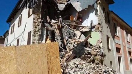 Terremoto, la devastazione delle macerie