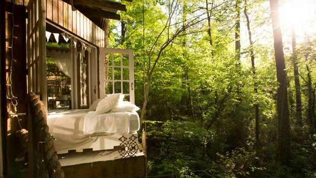 La Secluded Intown Treehouse