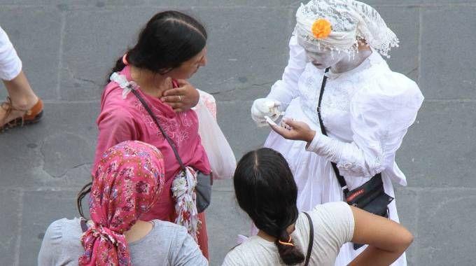 Donne rom in centro a Firenze: sono 750 i nomadi che vivono in città  fra campi riconosciuti e occupazioni abusive
