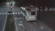 Il bus passa col rosso