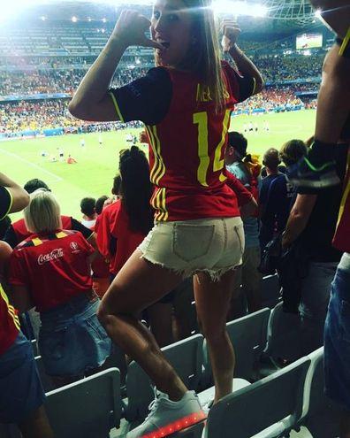 La bella Kat con la divisa del Belgio allo stadio (Instagram)