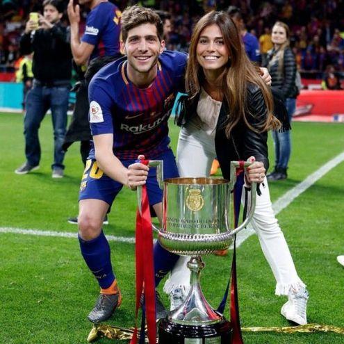 Coral Simanovich con il marito spagnolo Sergi Roberto (Instagram)