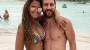 Antonella Roccuzzo in spiaggia con la leggenda Lionel Messi (Instagram)