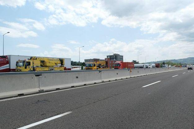 Nell'incidente coinvolti tre camion (foto Schicchi)