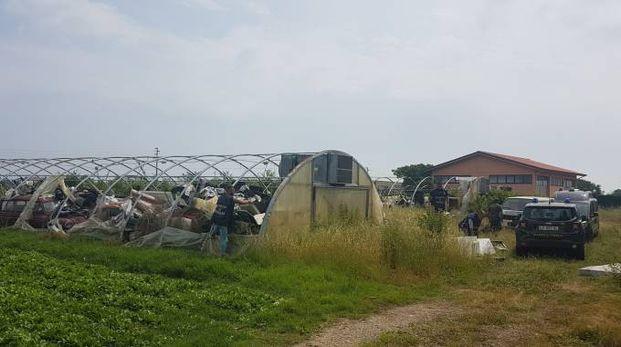 Il terreno agricolo trasformato in discarica di rifiuti speciali e pericolosi sequestrato dalla Guardia di finanza