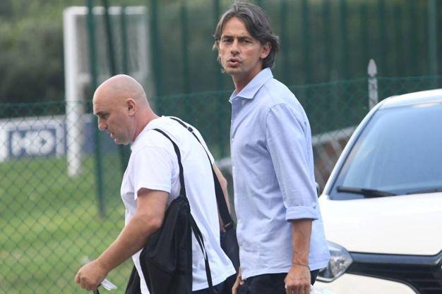 Camicia azzurra e fisico asciutto per il giovane allenatore (FotoSchicchi)