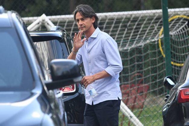 Pippo Inzaghi saluta fotografi e tifosi (FotoSchicchi)