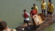 Le barche di cartone nel lago di Gavena (foto Sarah Esposito/Germogli)