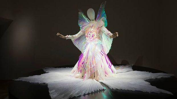 Björk, l'abito di scena indossato nel video The Gate