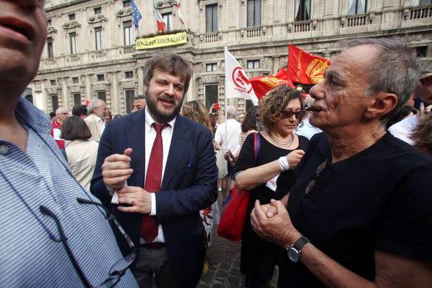 L'assessore Majorino con Roberto Vecchioni (Lapresse)