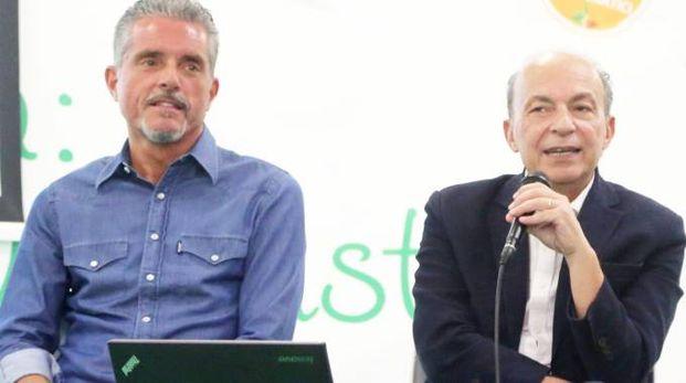 Il sindaco Paolo Lucchi e l'assessore regionale alla Sanità Sergio Venturi alla festa del Pd a Sant'Egidio nel 2017