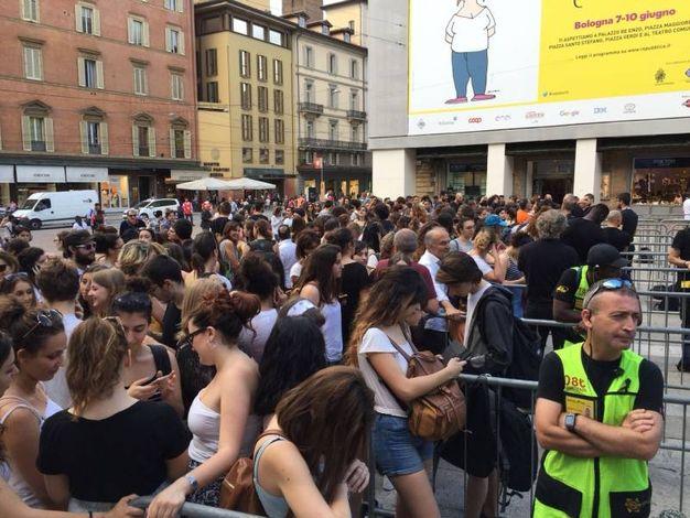 Giovani e giovanissimi si contendono un posto in prima fila (Foto Zanini)