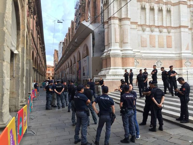 Lo spiegamento delle forze dell'ordine (Foto Zanini)