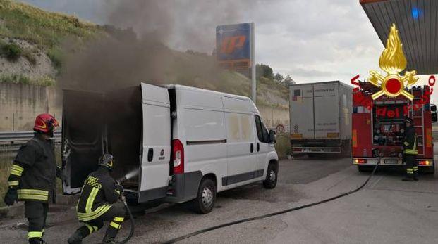 Il furgone a fuoco