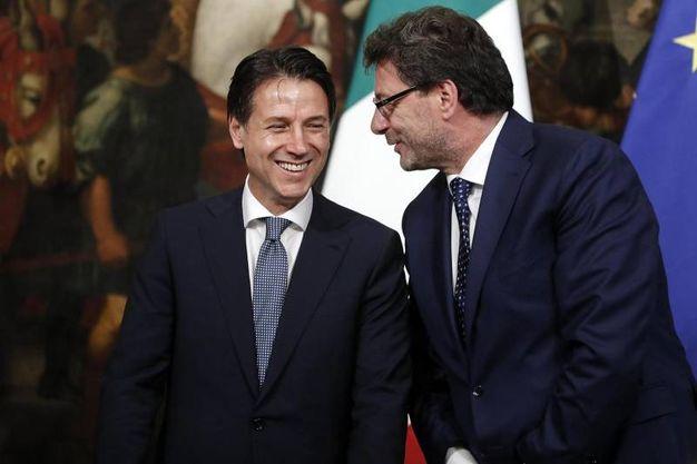 Conte e Giorgetti scherzano al giuramento dei sottosegretari (Ansa)