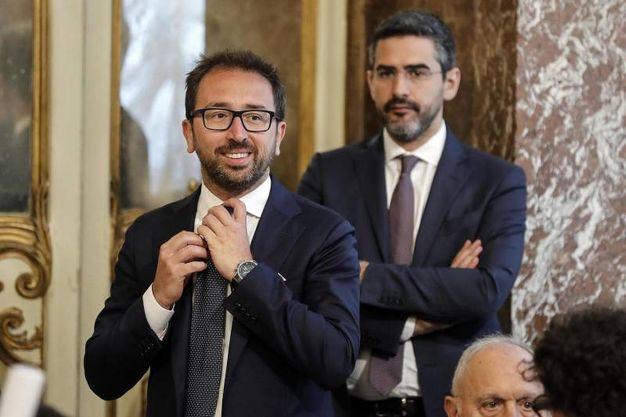 Alfonso Bonafede, ministro della Giustizia, e Riccardo Fraccaro, ministro per i Rapporti col Parlamento (Ansa)